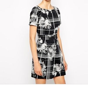 8 French Connection Wilderness Check Print Dress
